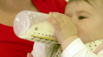 Wanneer kan mijn baby zelfstandig drinken?