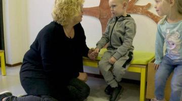 Hoe zorgt de pedagogisch medewerker ervoor dat mijn kind zich op z'n gemak voelt?