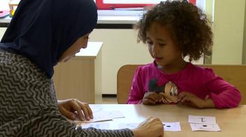 Wat betekent het voor mijn kind als ik geen Nederlands spreek?