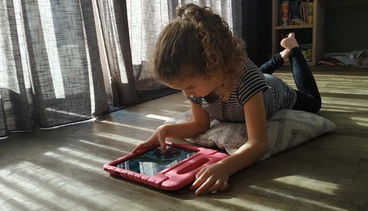 Hoe begeleidt Eugenie haar kinderen op internet?